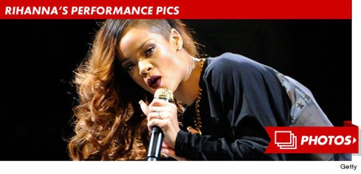 Rihanna's Performance Pics