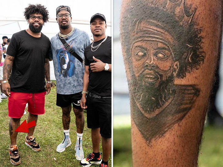 cheap for discount e838f 34dac Ezekiel Elliott Gets Tattoo Of Himself On Himself