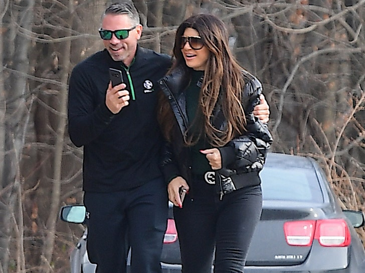 Teresa Giudice Has Breakfast With Pool Contractor
