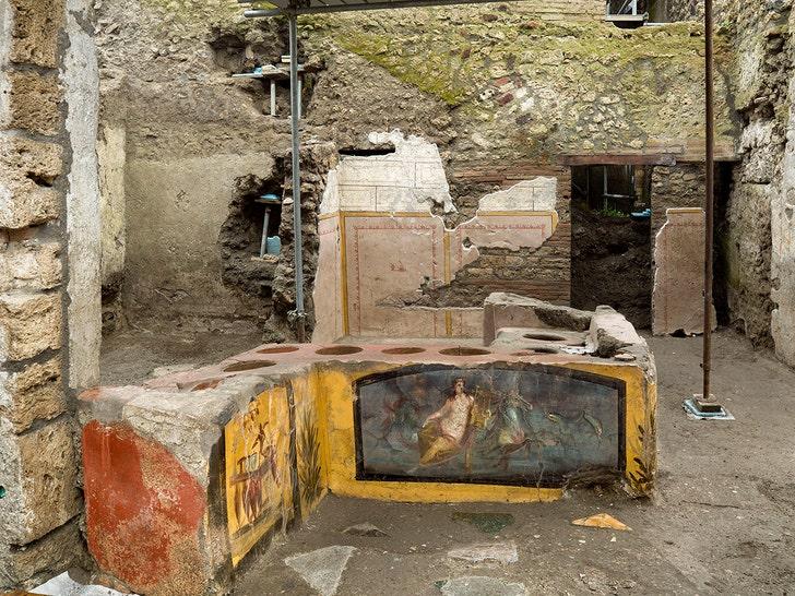 Археологи открыли древнеримскую закусочную в Помпеях