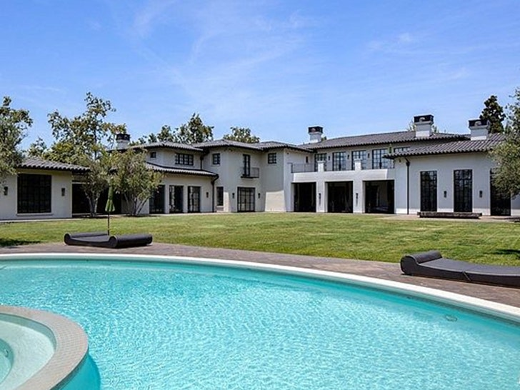Ben Affleck and Jennifer Lopez Go House Hunting in Holmby Hills