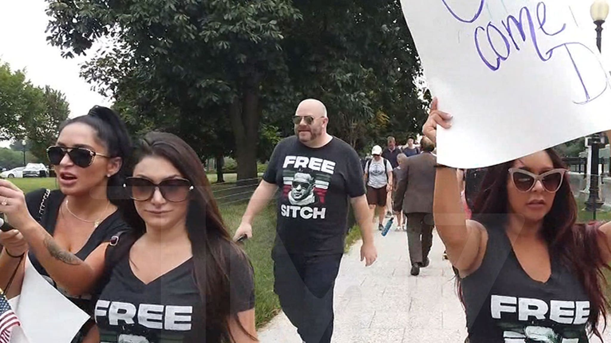 'Jersey Shore' Girls Picket for Release of 'The Situation' in D.C.