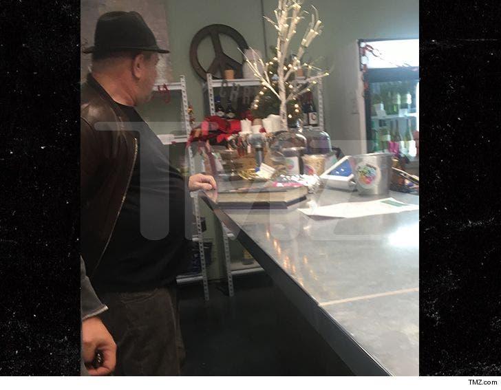 Harvey Weinstein Hits Up Juice Store in Arizona