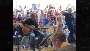 Blake Shelton and Gwen Stefani Playing Music Together at OK Bar