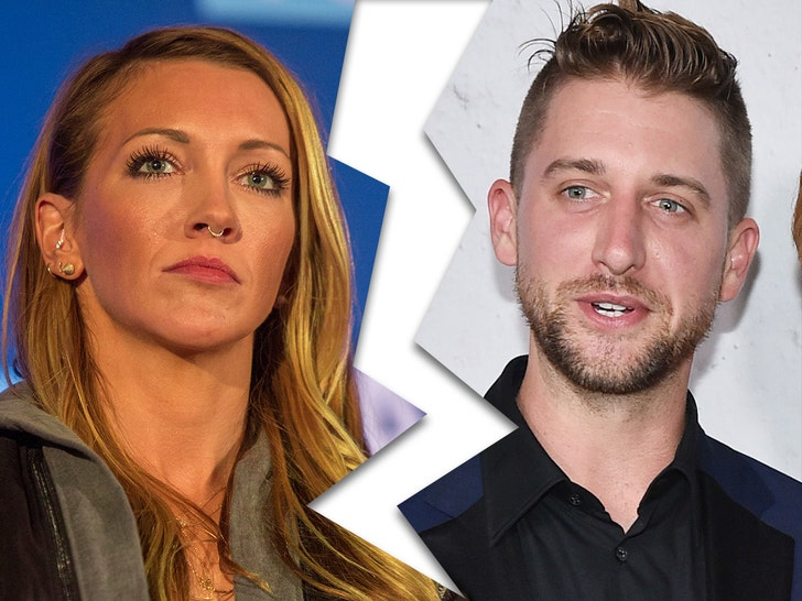'Arrow' Star Katie Cassidy files for divorce