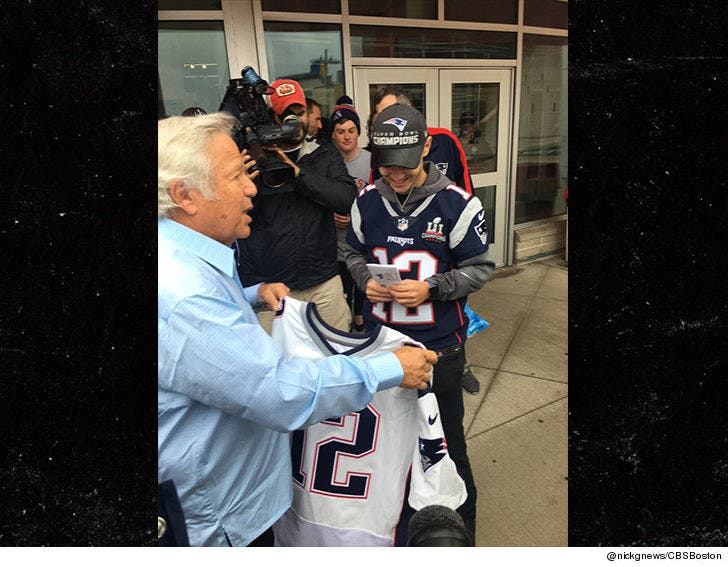 Patriots Reward Tom Brady Stolen Jersey Hero, Front Row Seats!!!