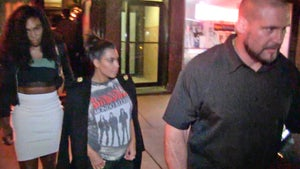 Serena Williams -- Dinner with Kim Kardashian ... Before Battle with Sister