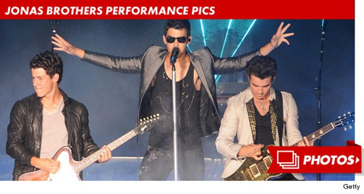 Jonas Brothers Performance Pics