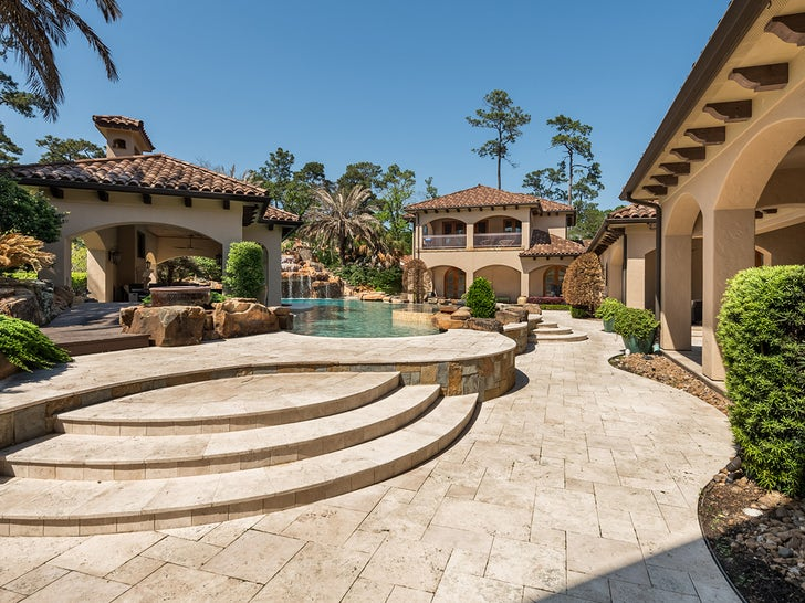 Ex-NFL Star Mario Williams Lists Houston Mansion For $8.5M, Pool & Theater!.jpg