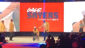 Gale Sayers Goes To Bears Celebration Amid Dementia Battle, Crowd Erupts!