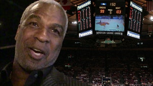 Knicks Welcome Charles Oakley Back At MSG