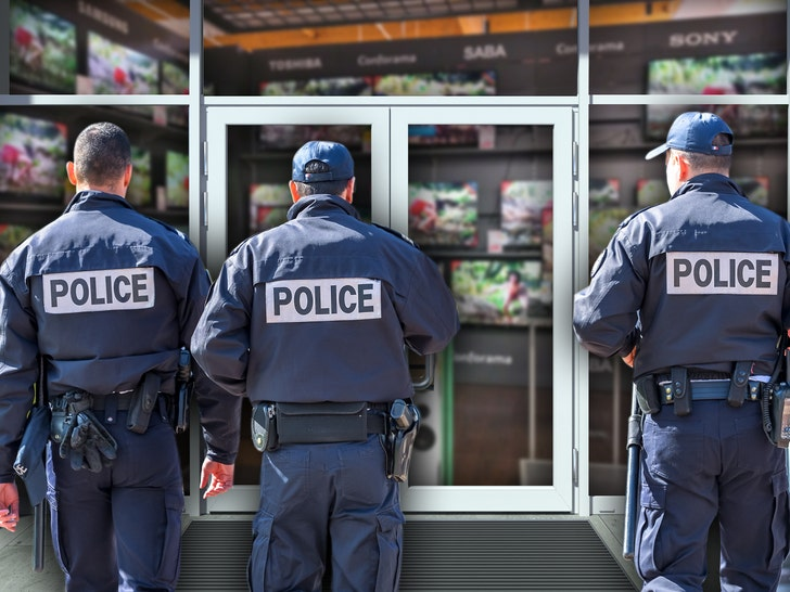Cops in NYC and L.A. Fear Rise in Retail Burglaries During Pandemic - EpicNews