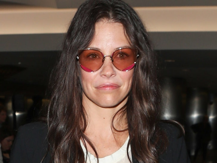 Evangeline Lilly Apologizes for Dismissive Comments About Coronavirus - EpicNews