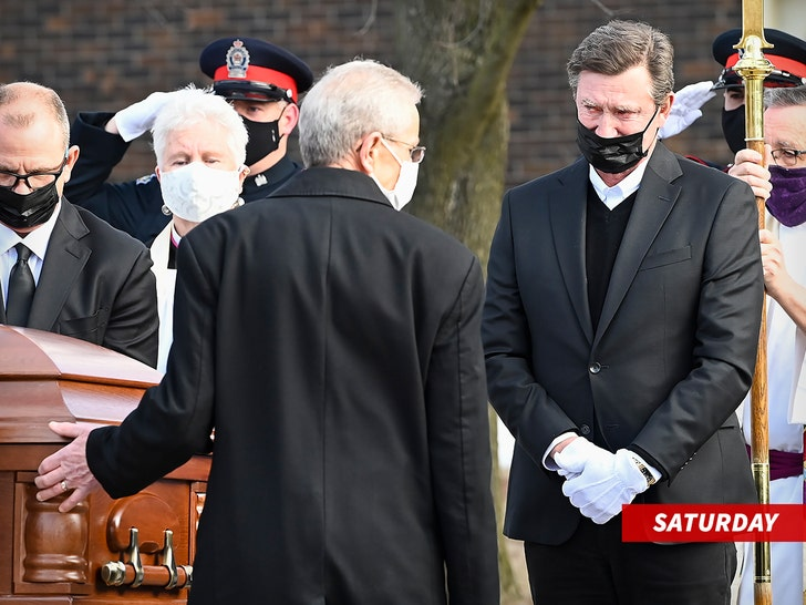 Wayne Gretzky Chokes Up Delivering Emotional Eulogy for His Father.jpg