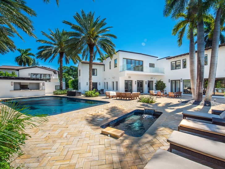 J Lo & Ben Affleck Are Shacking Up in This Luxurious Miami Estate