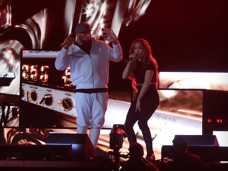 Jennifer Lopez rehearses with Ja Rule and LL Cool J