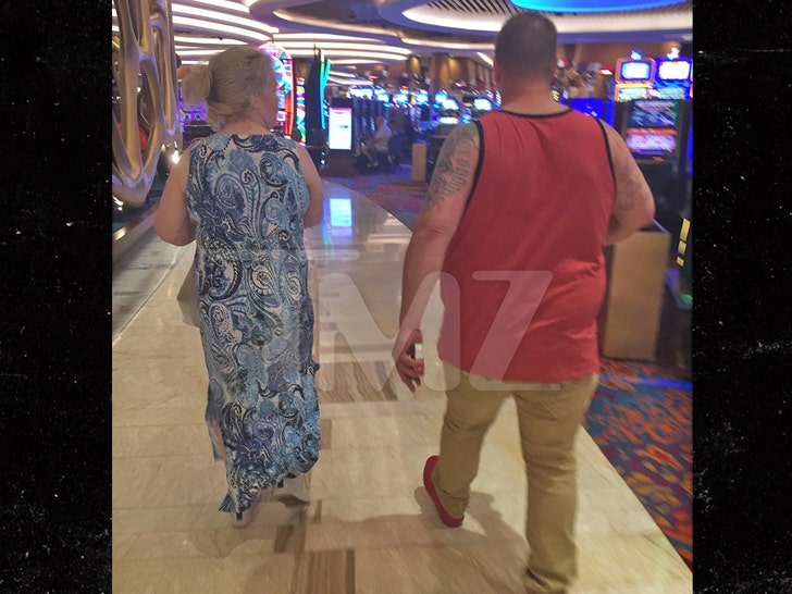 Mama June and Boyfriend Geno Still Hanging at Casino Despite Pandemic - EpicNews