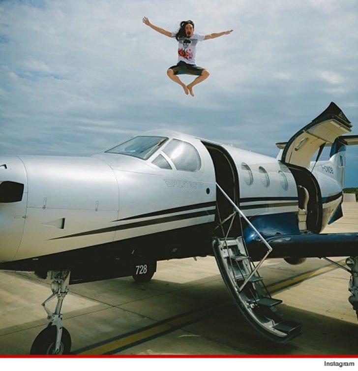 Steve Aoki -- Private Jet Jump Stunt Was 100% LEGIT