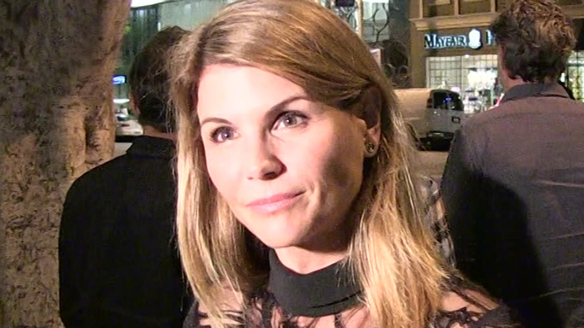 Exclusive Lori Loughlin Could Get Released from Prison on Christmas thumbnail