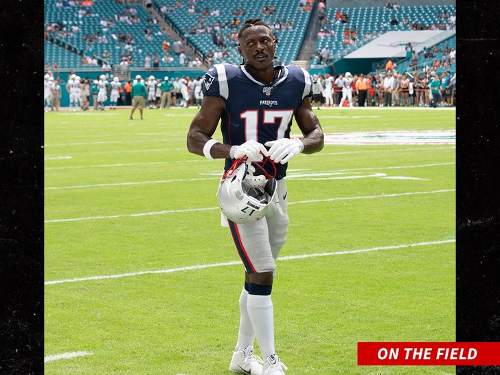 Antonio Brown Scores His First Touchdown For Patriots Off