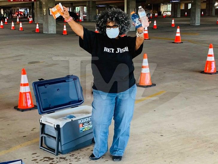 Belinda Varnado Helping Voters in Houston