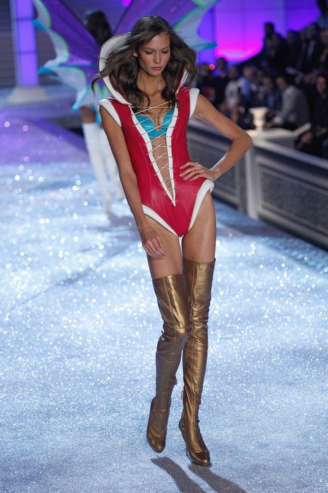 Karlie Kloss Hot Lingerie Looks