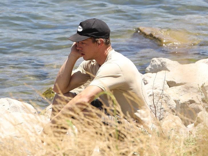 Naya Rivera S Ex Husband Ryan Dorsey Makes Emotional Visit To Lake Piru