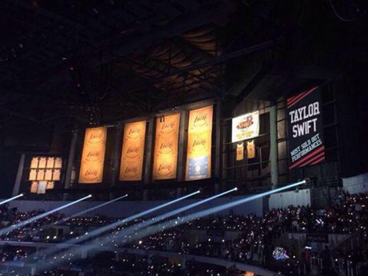 Taylor Swift Staples Center Banner To Be Covered During L A Kings Games