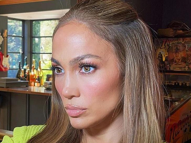 Jennifer Lopez Says She Doesn't Belong in Hollywood, Feels Like Outsider.jpg