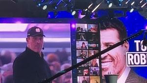 Tony Robbins Spews COVID Misinformation, Supports Anti-Vaxxers