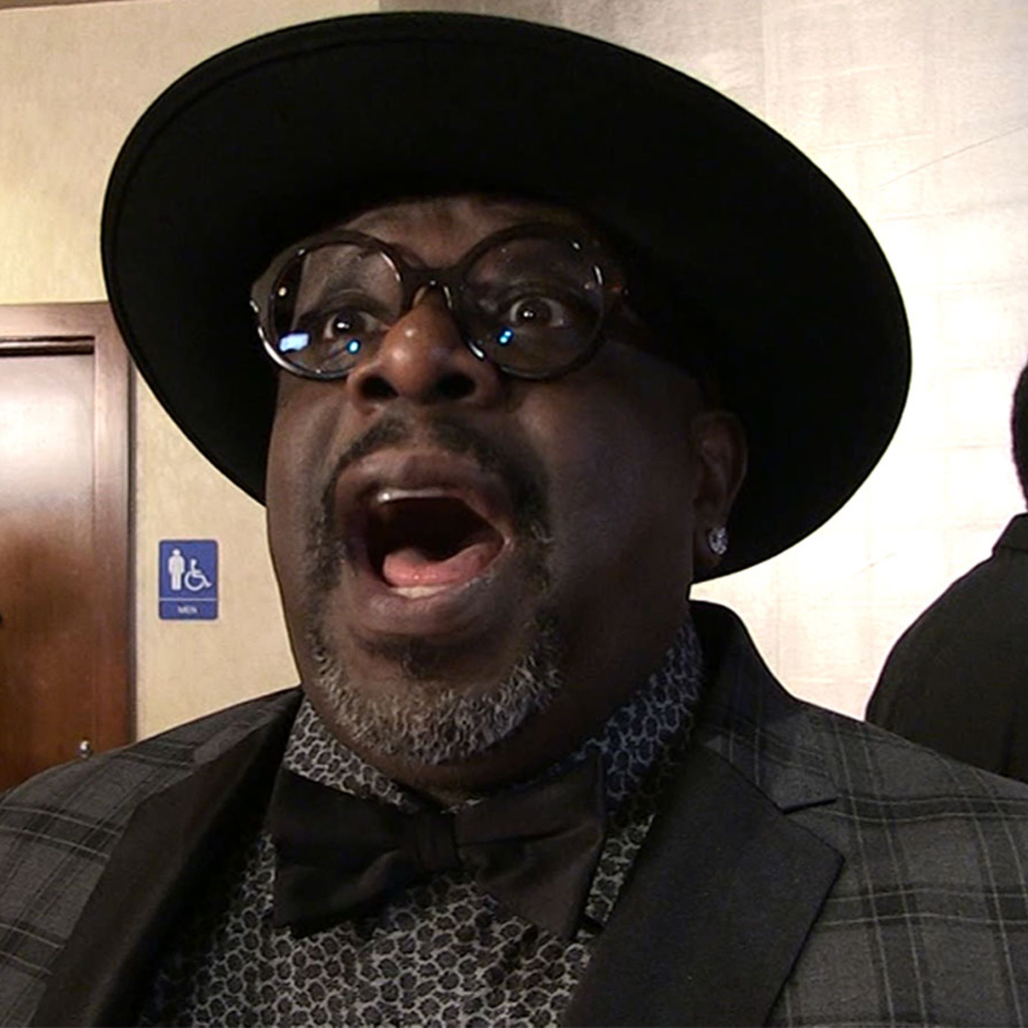 Cedric the Entertainer Sings A Capella Version Of His Christmas Album