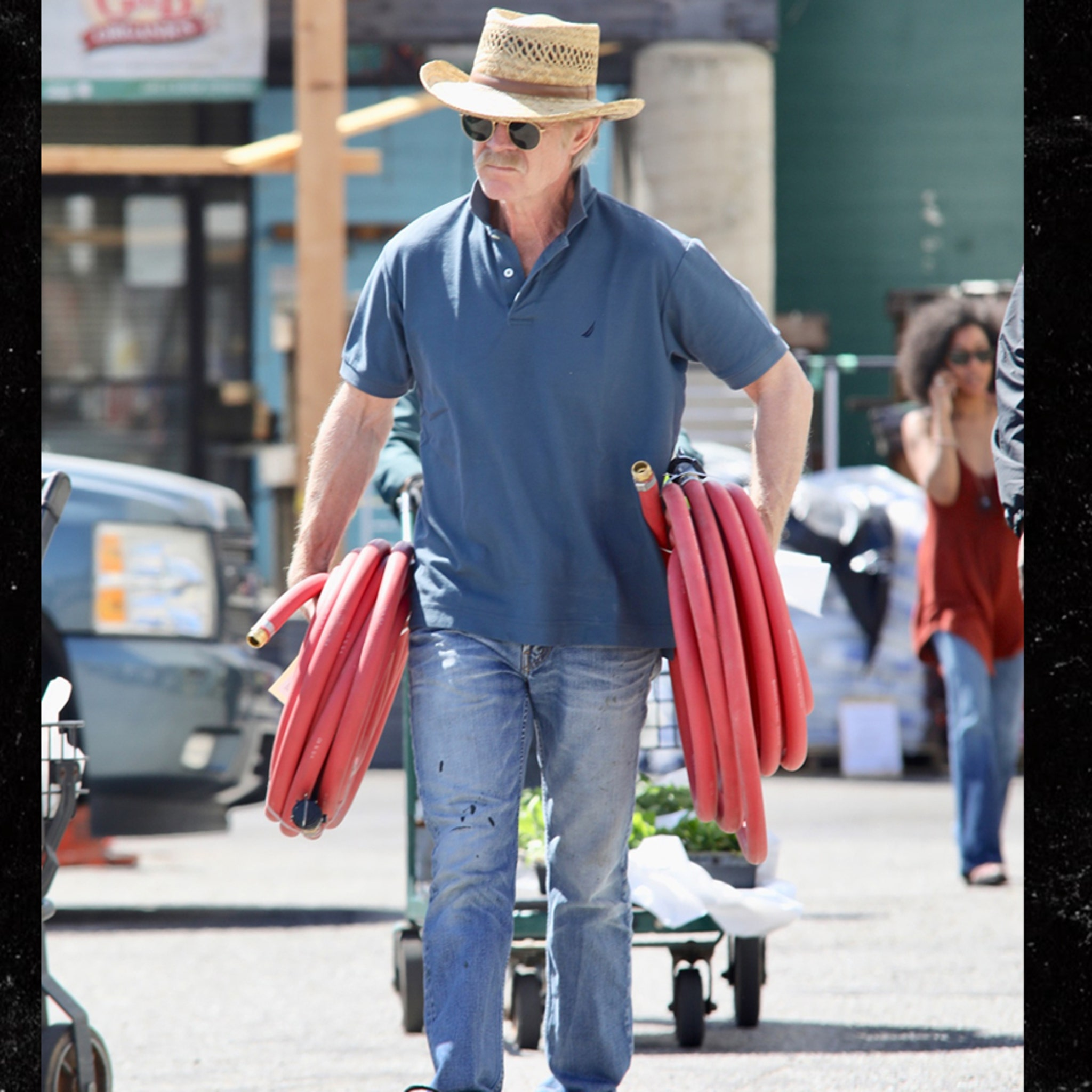 Macys Last Brand Standing >> William H Macy Turns To Home Chores After Felicity Huffman Cops Plea