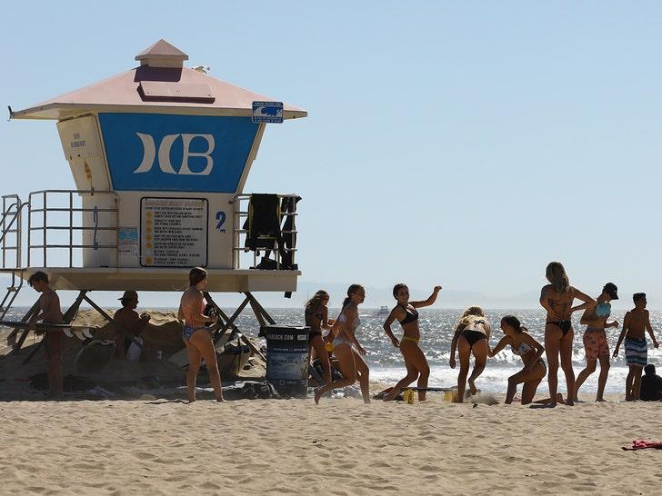 Huntington Beach Packed Amid Pandemic