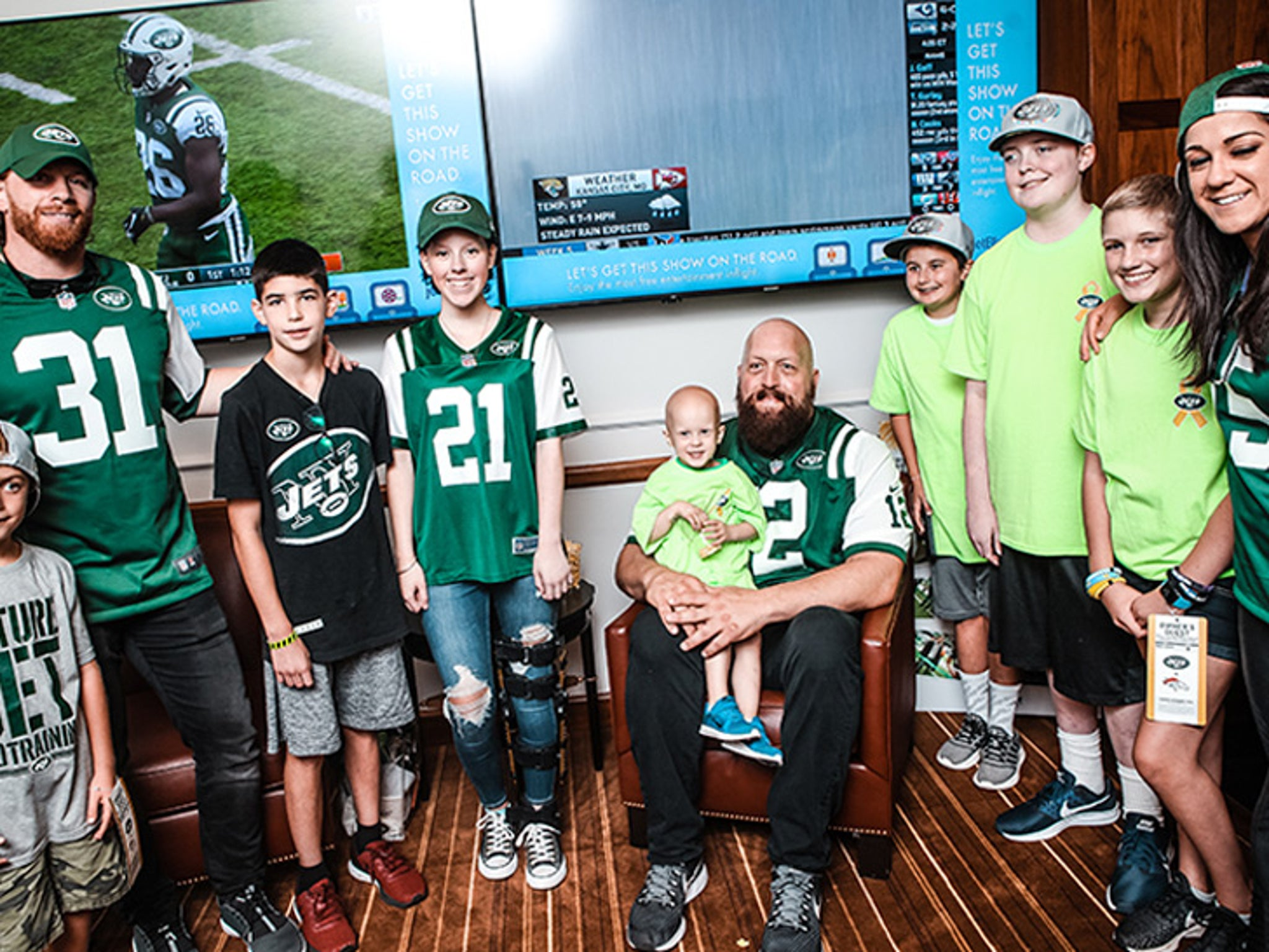 d32a6012 WWE's Big Show Hits NY Jets Game, Helps Kids Fight Cancer