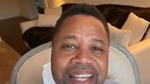 Cuba Gooding Jr. Sings to Nurses Fighting COVID-19 in Anaheim