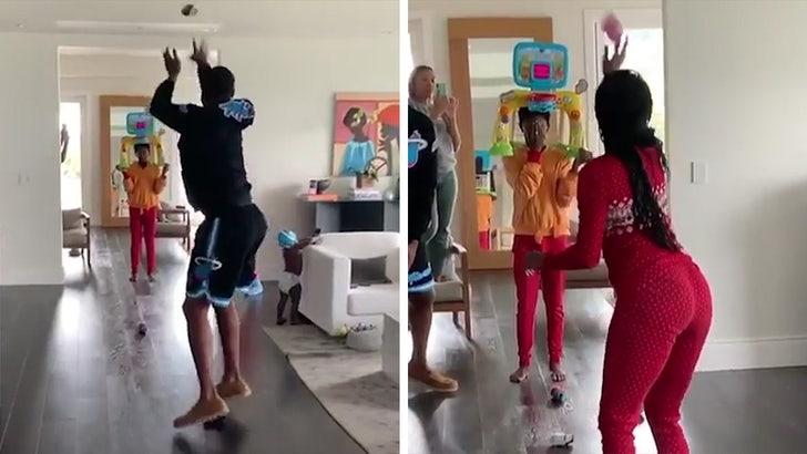 Dwyane Wade and Gabrielle Union Have Quarantine Hoops Shootout - EpicNews