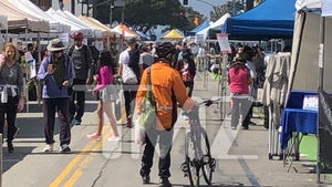 Santa Monica Farmers Market Crowded with Shoppers