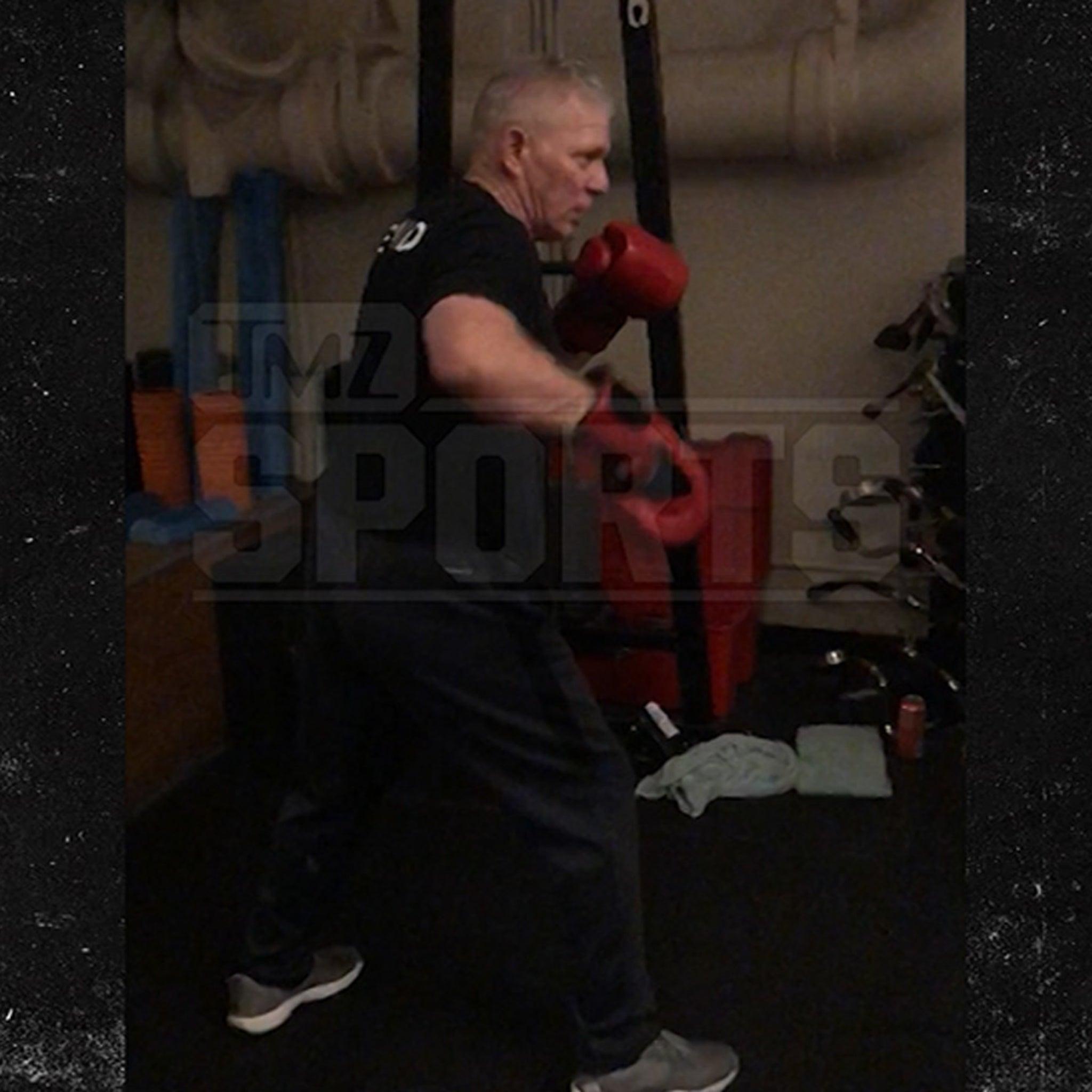 Lenny Dykstra Begins Fight Training for Bagel Guy Throwdown