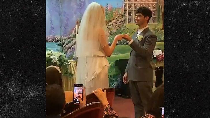 Joe Jonas And Sophie Turner Get Married At Las Vegas Chapel