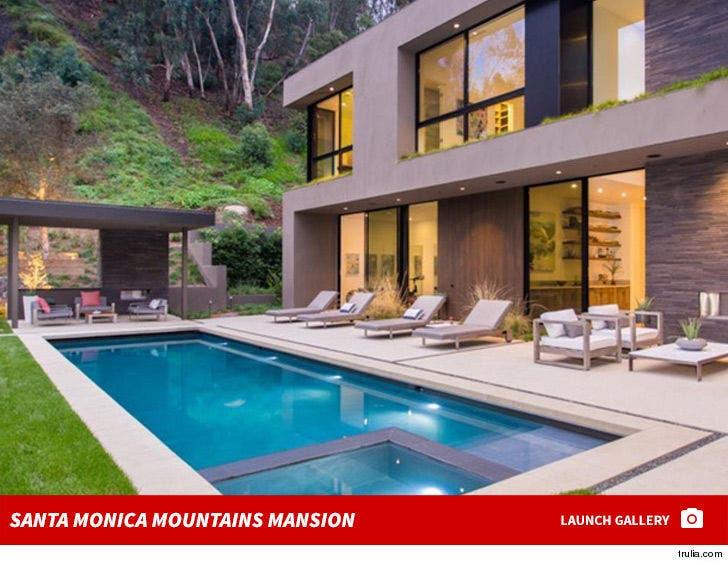 Ben Affleck and Lindsay Shookus House Hunting -- Santa Monica Mountain Mansion